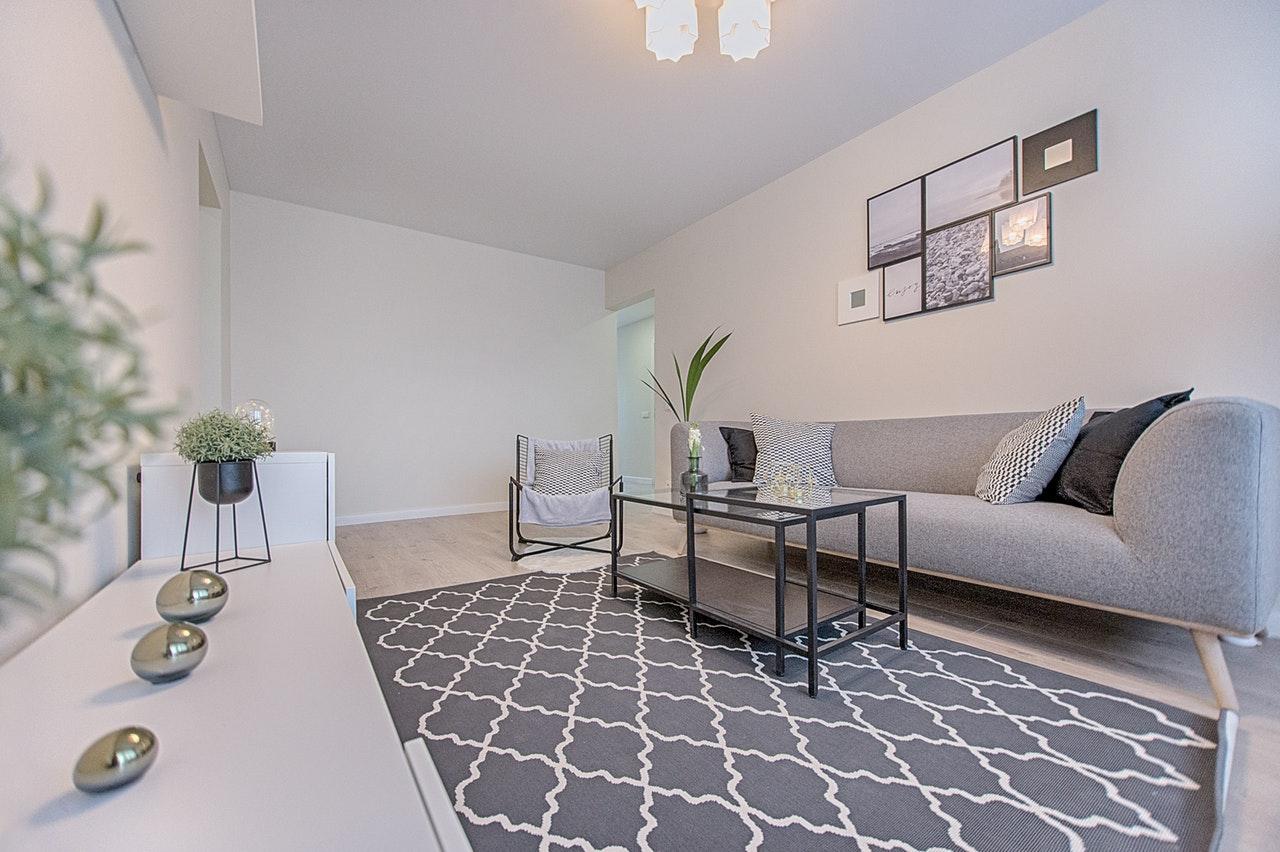 Hoe kun je je woonkamer groter laten lijken?