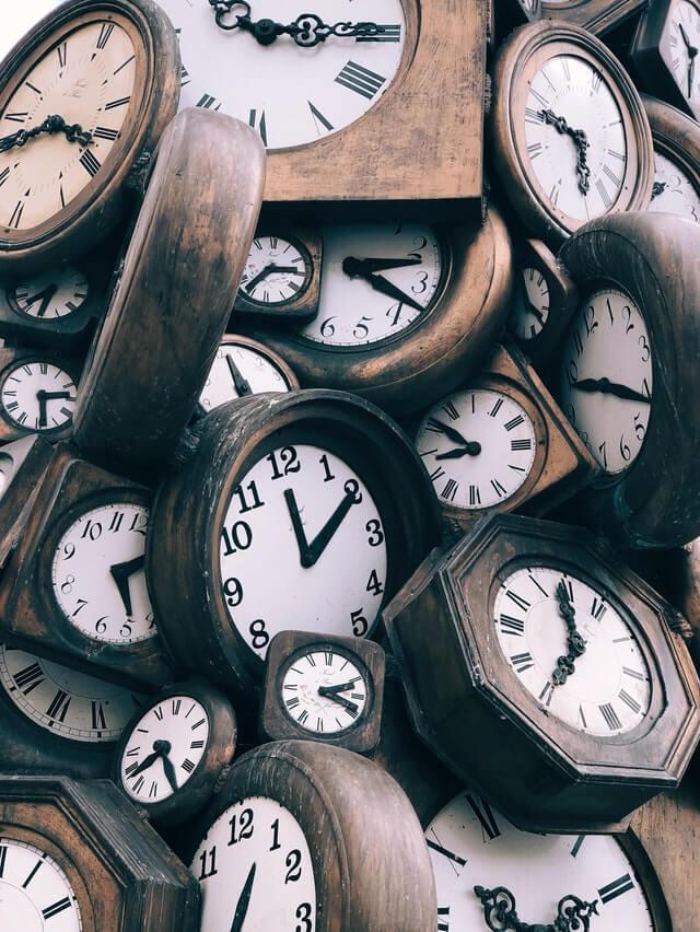 Hoe kun je een geschikte klok voor je woonkamer vinden?