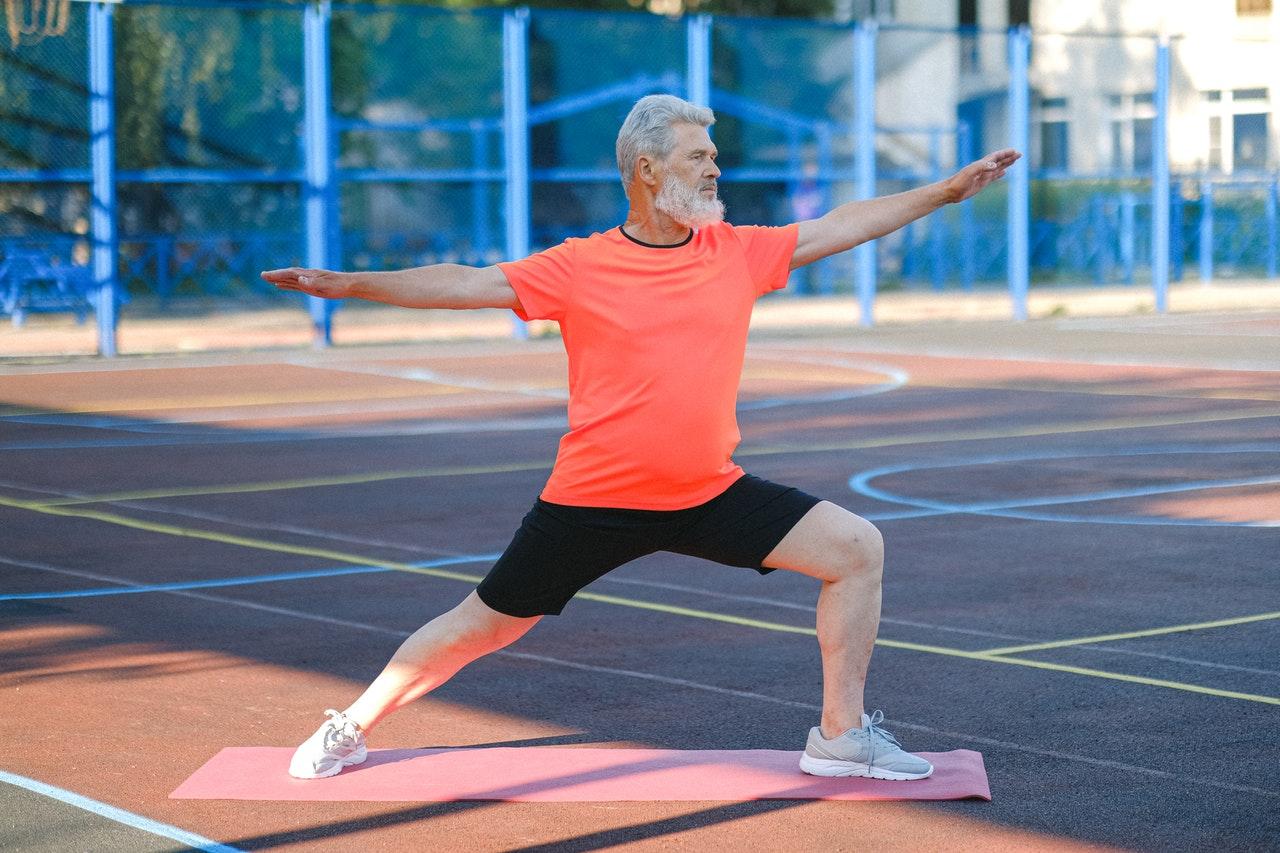 Hoe kun je pijnvrij sporten op leeftijd?
