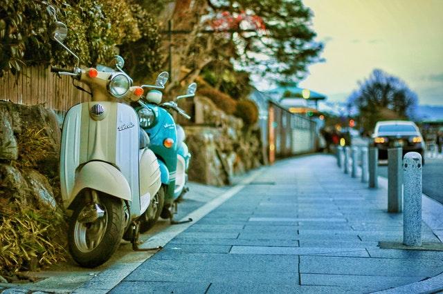 Hoe kun je een blauw kenteken scooter bemachtigen?